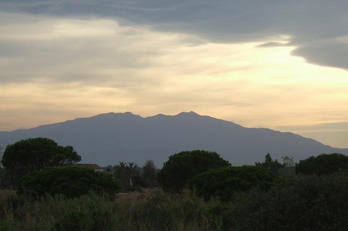 Le Massif du Canigou vu depuis_St_Cyprien